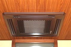 院内の空気を清潔に保つため、紫外線照射機能のある空調設備を使用しています。空気中に含まれるカビ・バクテリア・ウイルスなどを除去する効果があります。